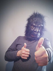 Gorilla with thumbs up - ZMF000266