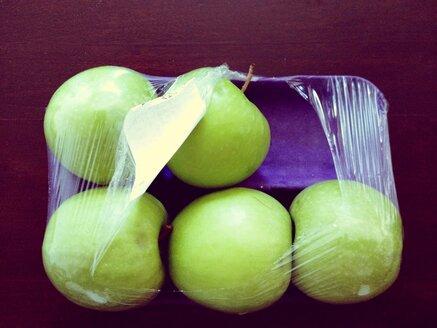 Packaged green apple (Golden Delicous), Studio - RIMF000196