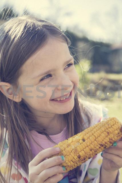 Portrait of little girl with grilled corn cob - SARF000425 - Sandra Rösch/Westend61
