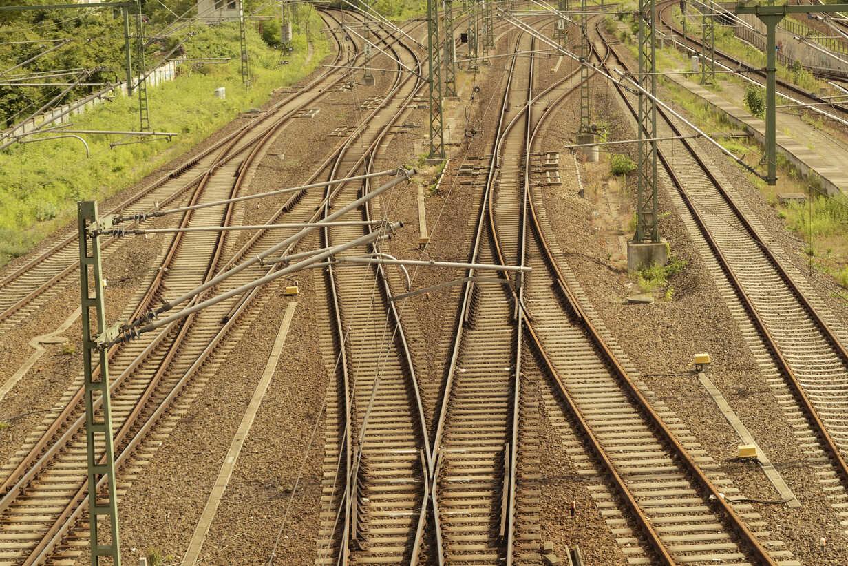 Germany, Berlin, Prenzlauer Berg, train and metro rails - FBF000293 - Frank Blum/Westend61