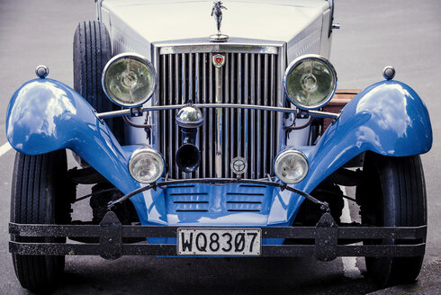 New Zealand, Taupo, front view of blue classic car - WV000537