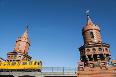 Germany, Berlin, Subway passing Oberbaumbridge - FB000303