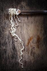 Ramen noodles rolled on fork - SBDF000686