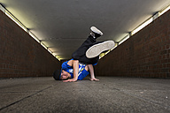 Young breakdancer in underpass - STS000385