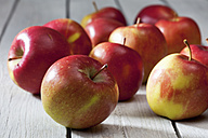 Braeburn apples on grey wooden table - CSF021100