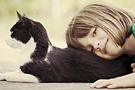 Portrait of girl with cat - LVF000975