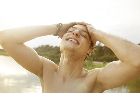 Young man enjoying bathing in quarry pond - MUMF000015