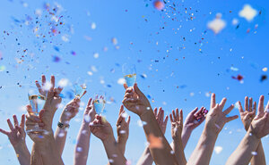 People exulting, Arms raised with champagne glasses, confetti - DIKF000081