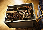 Box with remains in a violin maker's workshop - DIKF000092