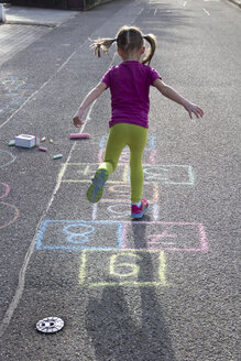 Little girl playing hopscotch - YFF000083