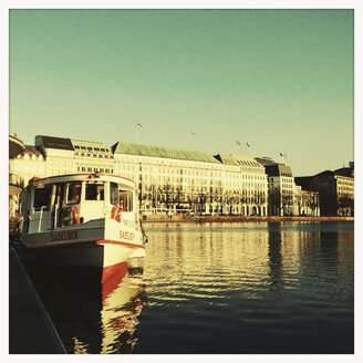 passenger ship and hotel, Binnenalster, Hamburg, Germany - MS003624