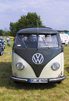 Germany, Hesse, Muehlheim, Volkswagen Transporter at vintage car rally - JWA000028