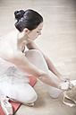 Ballet dancer putting on toe shoes - VTF000193