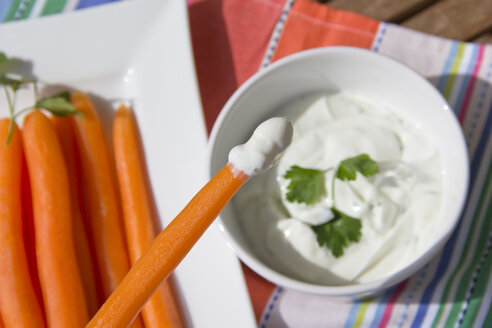 Germany, Bavaria, Baby carrots with quark and herbs - YFF000086