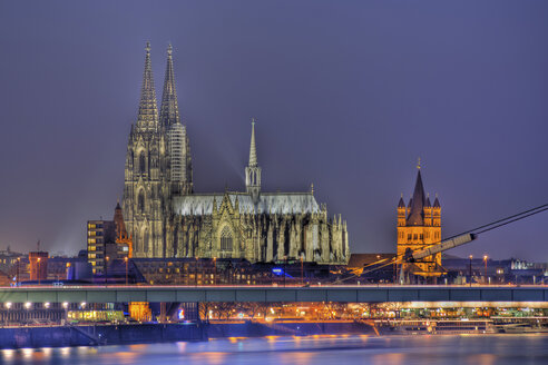 Germany, North Rhine-Westphalia, Cologne, View to lighted Cologne Cathedral by night - PA000592