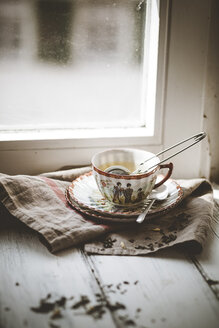 Chinese green jasmin tea steeping in porcelain cup - SBDF000760