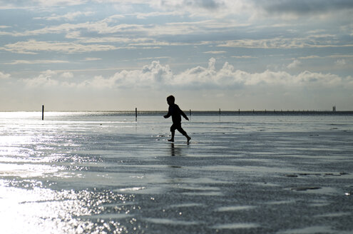 Germany, Schleswig-Holstein, Sankt Peter-Ording, North Sea, boy running at beach - JEDF000183