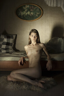 Female nude leaning on bed - CvK000043