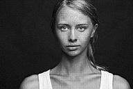 Portrait of a young woman - CvK000088