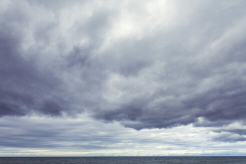 New Zealand, Golden Bay, Totaranui, view to sea and clouded sky - WV000636