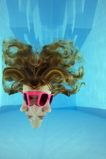 Girl with sunglasses looking through the water surface - YRF000001