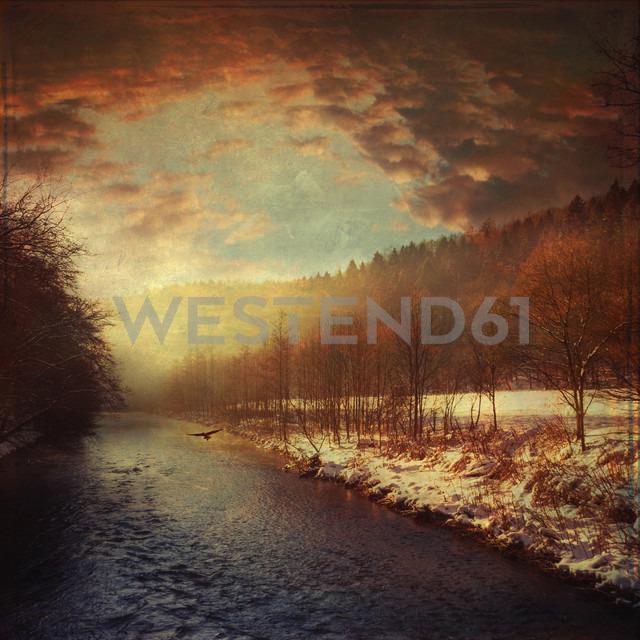 Germany, North Rhine-Westphalia, near Solingen, Wupper river in the winter at sunrise - DWIF000036 - Dirk Wüstenhagen/Westend61