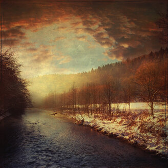 Germany, North Rhine-Westphalia, near Solingen, Wupper river in the winter at sunrise - DWIF000036