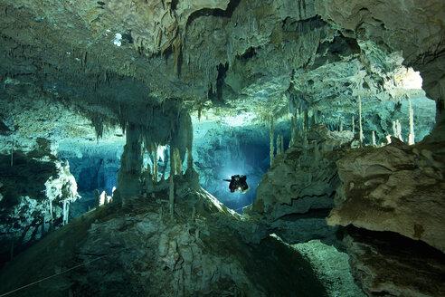 Mexico, Tulum, Cave diver exploring the Sistema Dos Pisos - YR000007