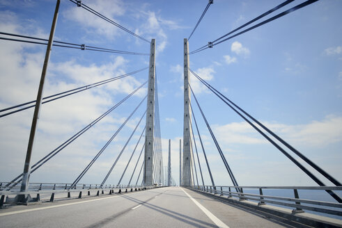 Oeresund Bridge between Copenhagen and Malmoe - BR000190