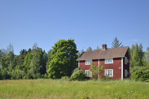 Sweden, Leksand, Typical red wooden house - BR000302