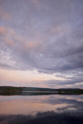 Sweden, Stroemsund, Sunset at a lake - BR000430