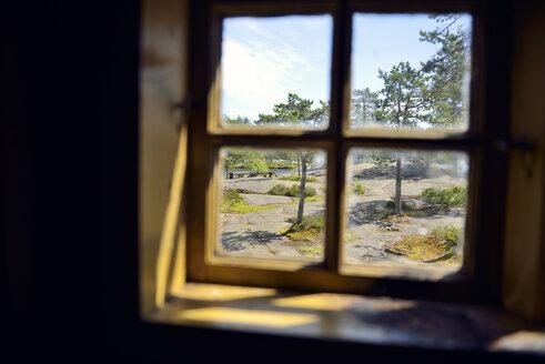 Sweden, Oernskoeldsvik, View through window in Skuleskogen National Park - BR000383