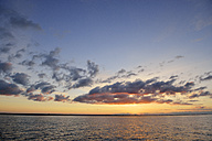 Sweden, Graenna, Sunset at lake Vaettern - BR000349