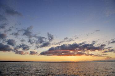 Sweden, Graenna, Sunset at lake Vaettern - BR000349