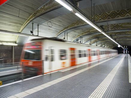Spain, Catalonia, Barcelona, incoming underground train - AM002110
