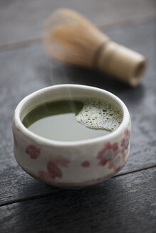 Green Matcha Tea in cup with Cha-sen - IPF000104