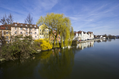 Germany, Bavaria, Landshut, houses at Isar river - YFF000088