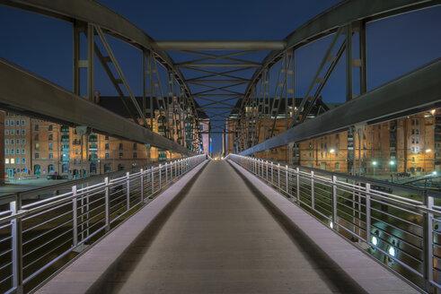 Germany, Hamburg, Kibbelsteg bridge in Speicherstadt - RJF000087