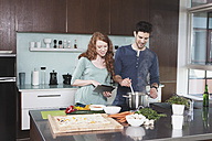 Portrait of young couple cooking together - RBF001680