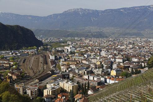 Italy, South Tyrol, Bolzano, Cityscape - GFF000444