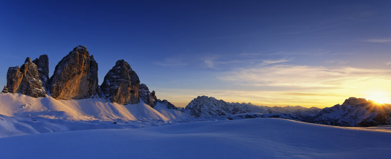 Italy, Dolomites, Trentino-Alto Adige, Pustertal valley, Hochpuster valley, Tre Cime di Lavaredo at sunset - GFF000452