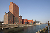 Germany, North Rhine-Westphalia, Duisburg, inner harbour, view to Landesarchiv, formerly granary - WI000558