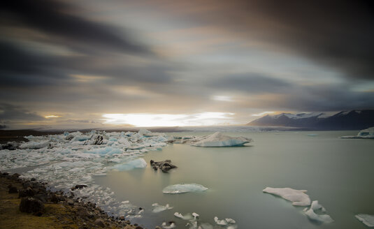 Iceland, Drifting ice on Jokulsarlon glacier lake - STCF000042