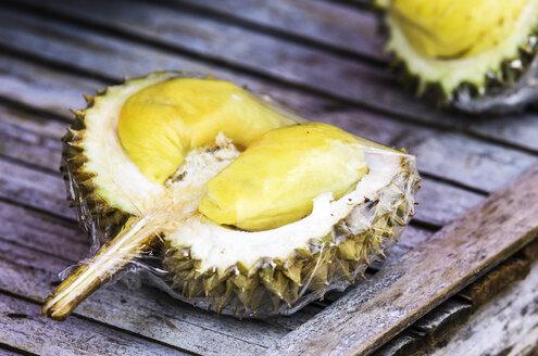 Thailand, Phang Nga, Weekly market near Khuekkhak, Packed Durian fruit - THAF000270