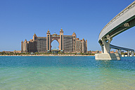 Dubai, The Palm Jumeirah, view to Atlantis resort and bridge - RUEF001244