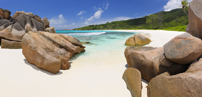 Seychelles, La Digue, view to Anse Cocos Beach - RUEF001240