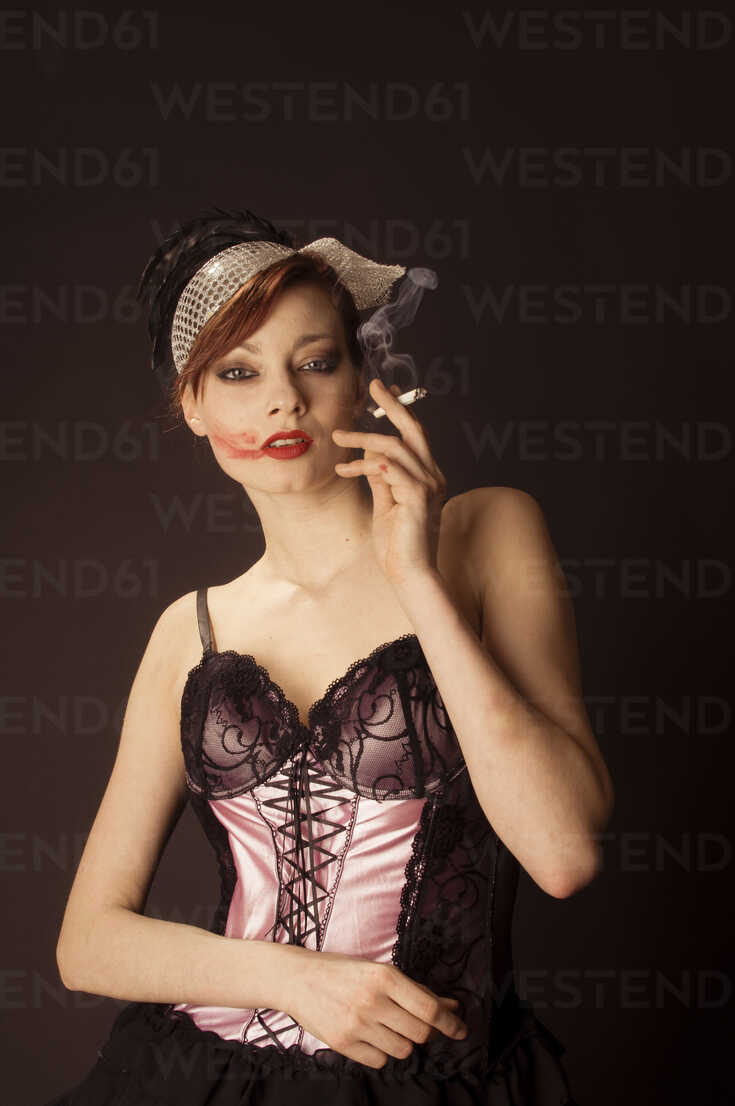 Portrait of young woman with lipstick on cheek clothed in 20ies style - FBF000374 - Frank Blum/Westend61
