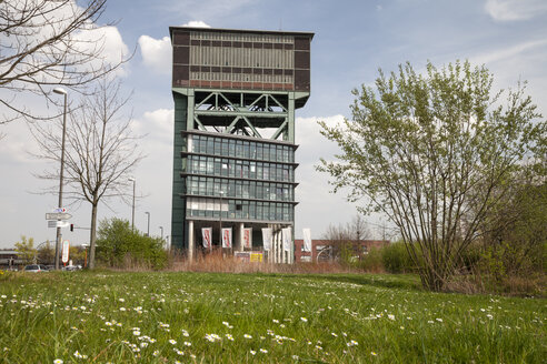 Germany, North Rhine-Westphalia, Dortmund, Eving,Industrial Park, former Coal Mine Minister Stein, Hammerkopf Tower and office building - WI000604