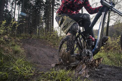 Germany, Lower Saxony, Deister, Bike Freeride in forest - MUMF000051