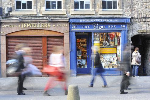 UK, Scotland, Edinburgh, Pedestrians in street - FD000037